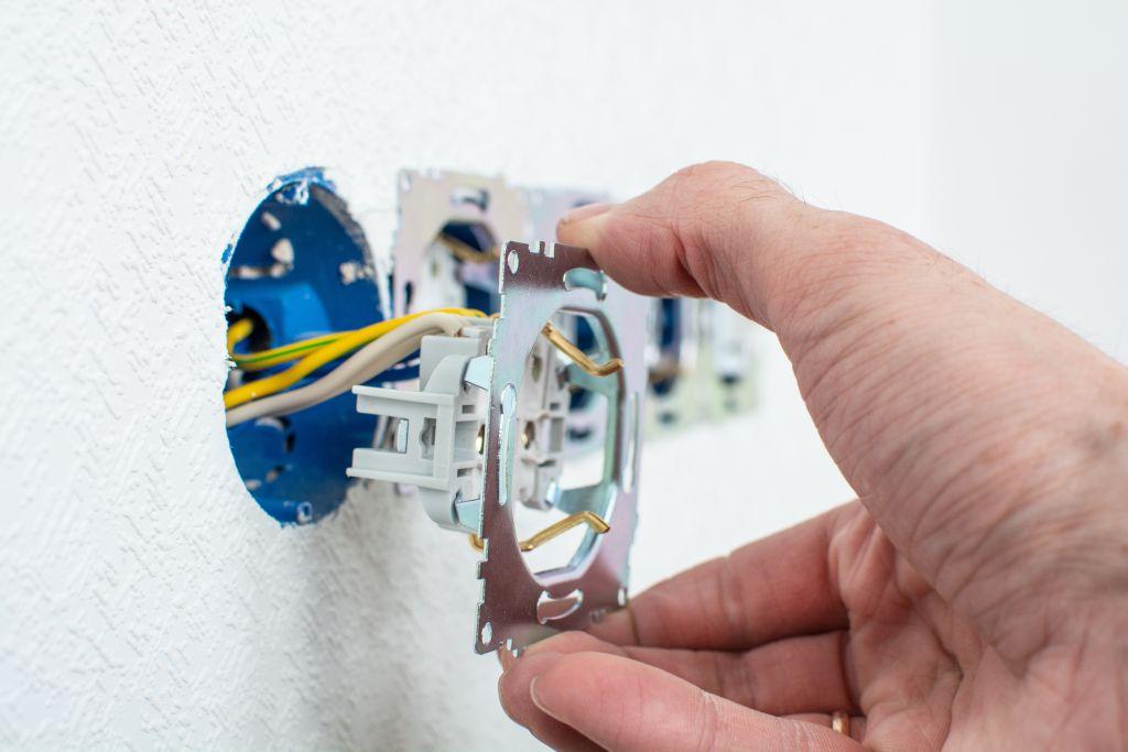 gniazdka instalacje elektryczne
